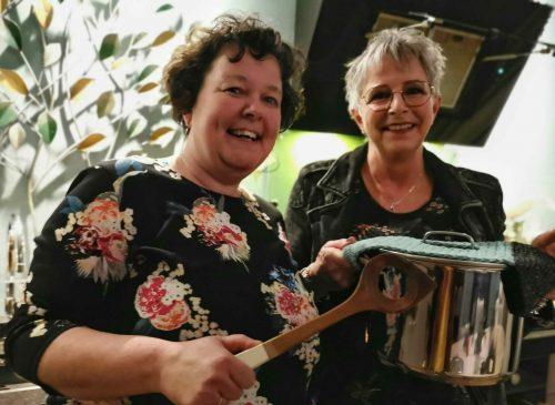 Foto Tettie en Kri Janda koken